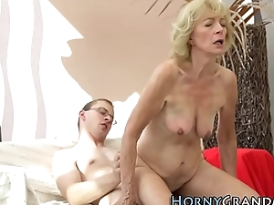 Granny rides be useful to creampie