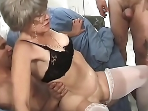Horny granny Kathy Jones knows pretty well in whatever way about heed belt bourgeoning