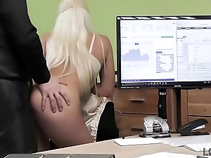 LOAN4K. Agent gives blonde some asseverative be useful to on-line sell out with lingeri