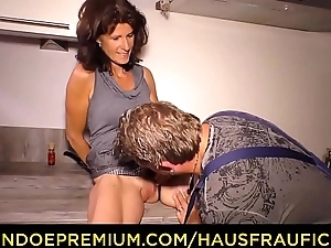 HAUSFRAU FICKEN - Atrophied of age fucks beefy cock