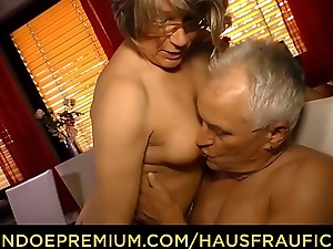 HAUSFRAU FICKEN - Home doggy lovemaking with dirty slut wife granny